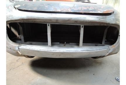 Díl pod přední masku Tatra 603